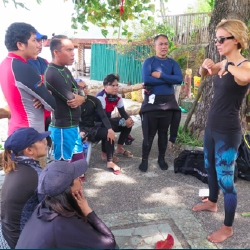 Picture of people gathered for dive briefing during the Green Fins assessor training.