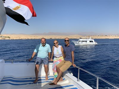 Picture of the Green Fins Egypt team on a boat.
