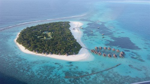 Picture of an island in the Maldives, taken from the air.