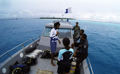 Picture of Green Fins assessors on a boat in the Maldives.