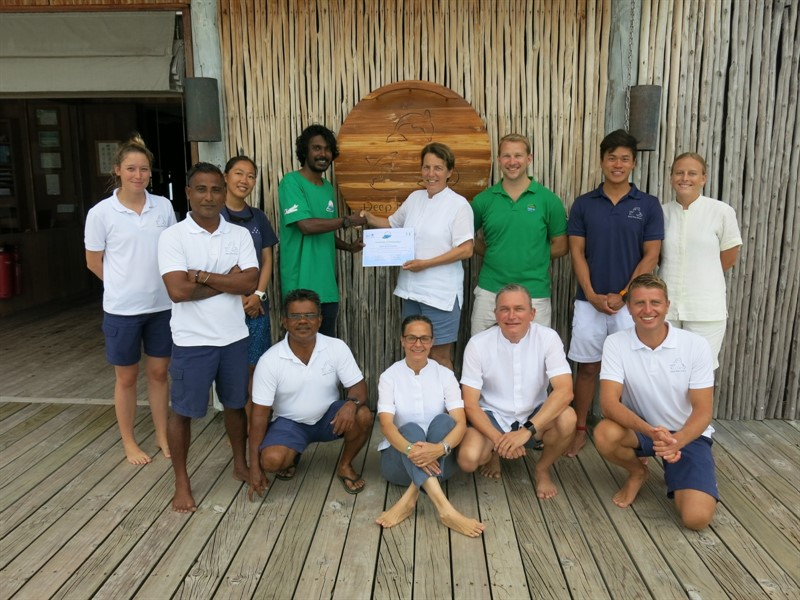 Picture of Reef-World Director JJ Harvey with a group of Green Fins assessors.