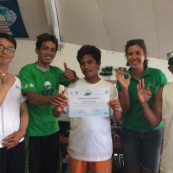 Picture of assessors from Green Fins Philippines with members from Maolboal. One person is holding a certificate and others are making the 'OK' hand gesture.