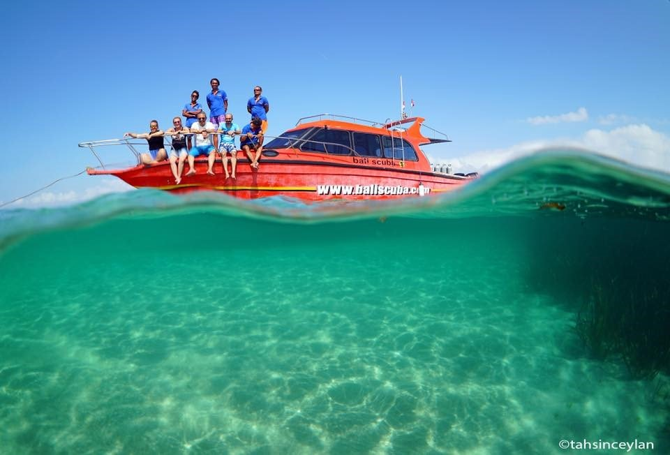 Picture of people on a Bali Scuba boat on the ocean.