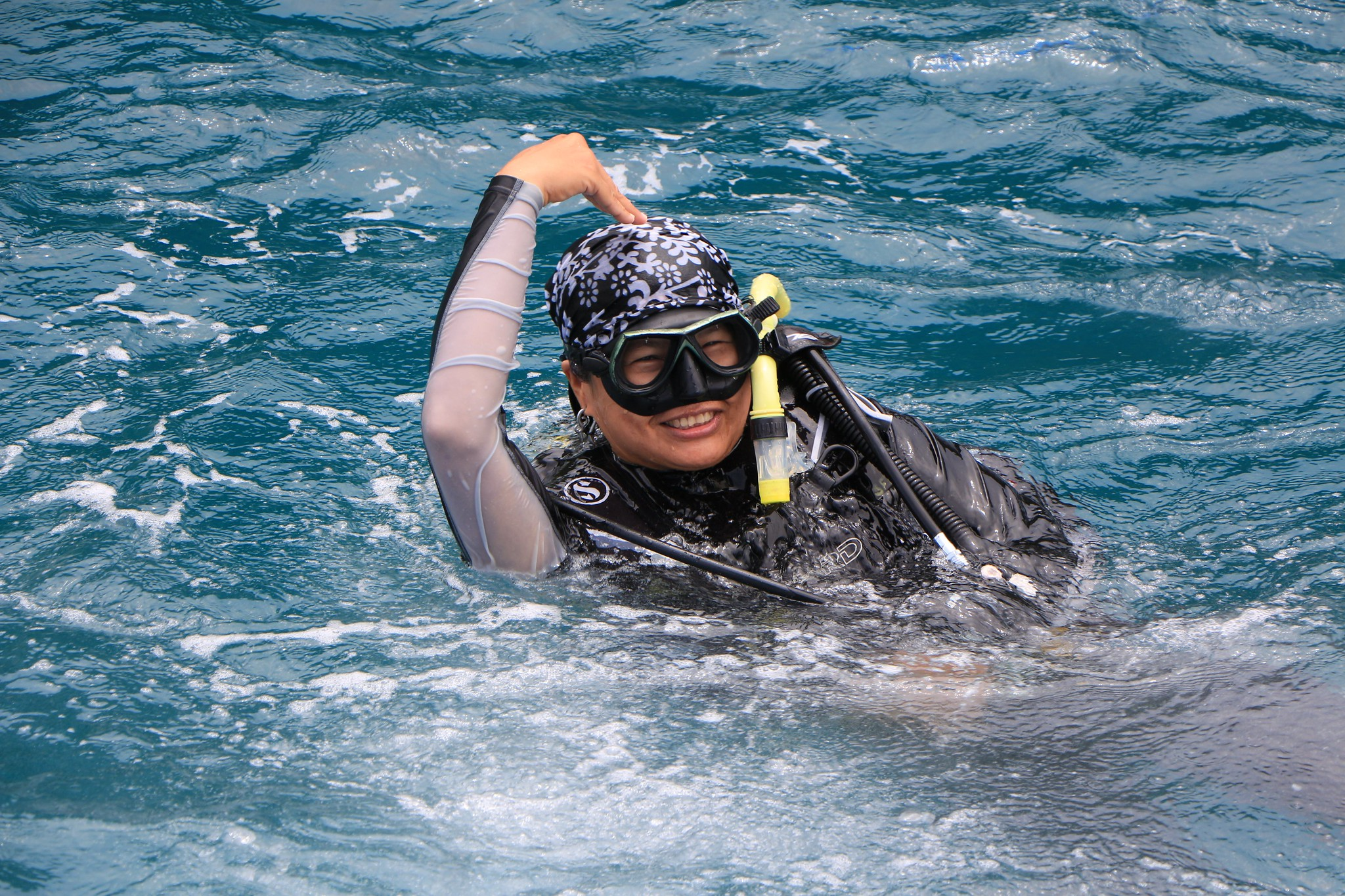 Diver making an ok signal with their hand