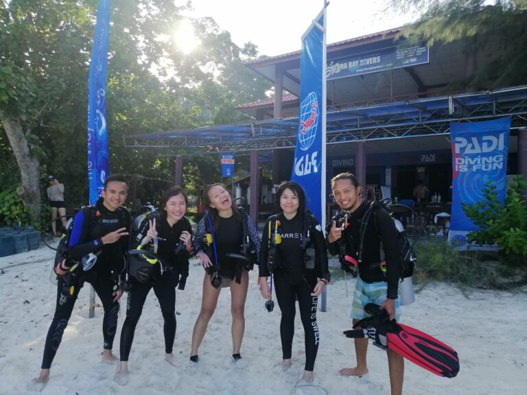 Group of divers who have just completed their Open Water with Flora Bay Divers. They are one of three winners of the Green Fins 2020 award.