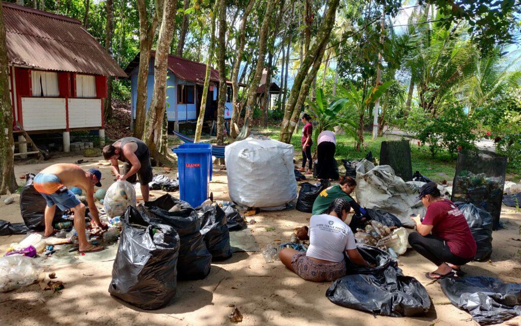 Sorting cleanups trash